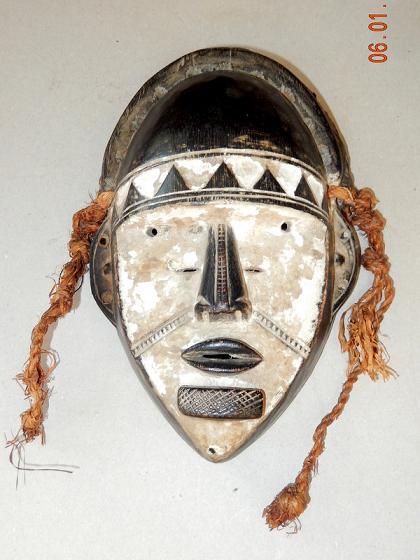 Le masque pour la personne avec lutilisation du blanc doeuf